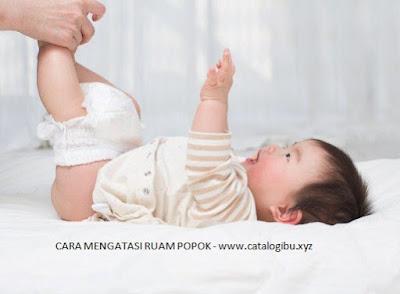 Saat popok bayi basah perlu secepatnya di ganti agar tidak terjadi ruam popok