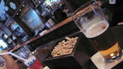 ワールドフェイマス「ロング・バー」でビール一杯