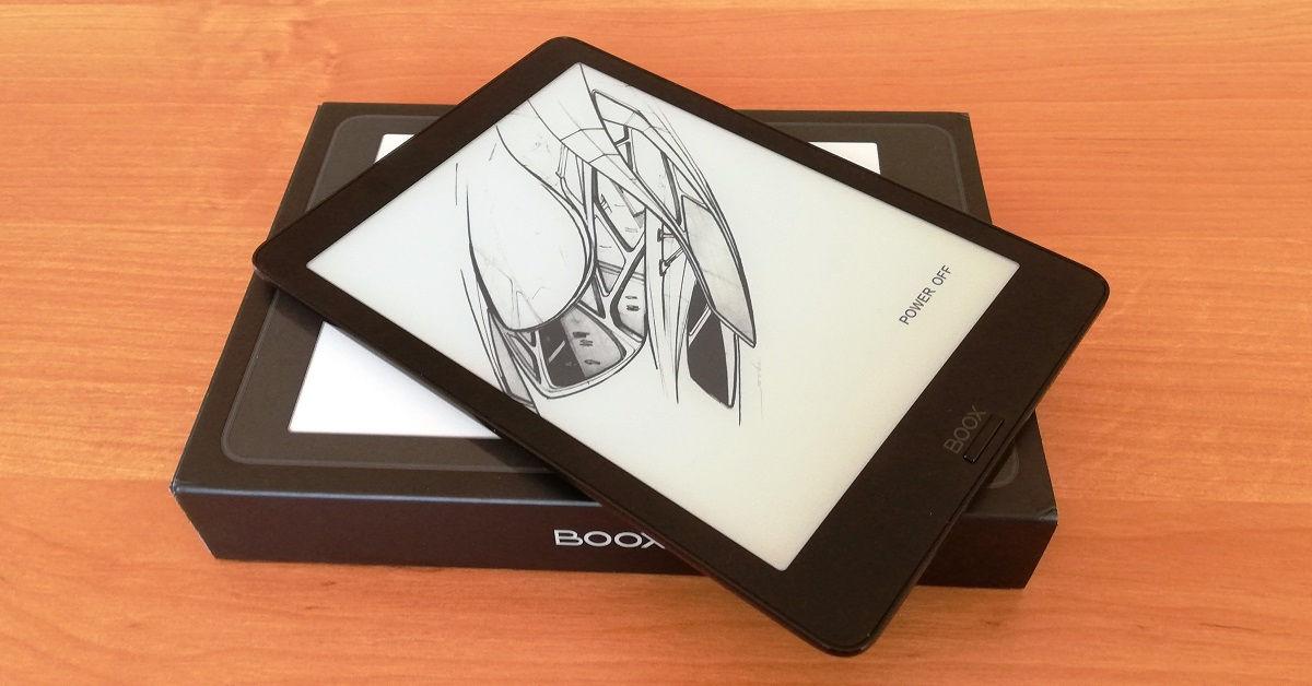Czytnik Onyx Boox Nova 2położony na opakowaniu