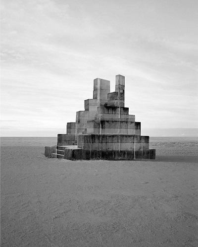 photo by Noemie Goudal - Observatoire vi | imagenes bonitas chidas bellas tristes, surrealismo fotografico, cool stuff, black and white art pictures, sad, lonely landscapes.