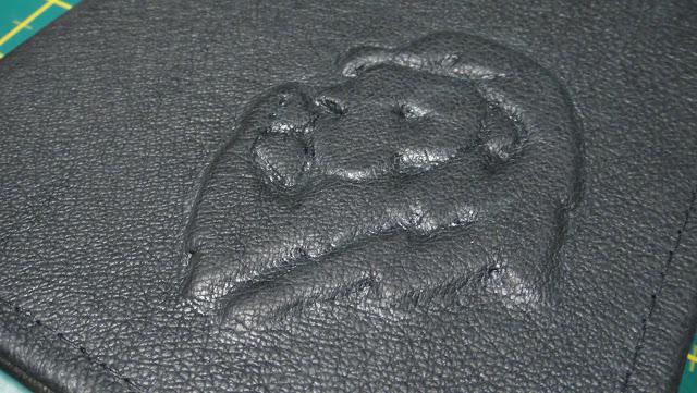 Ежедневник ручной работы в подарок мужчине льву по гороскопу: натуральная кожа (овчина), рельефное изображение льва, формат А5