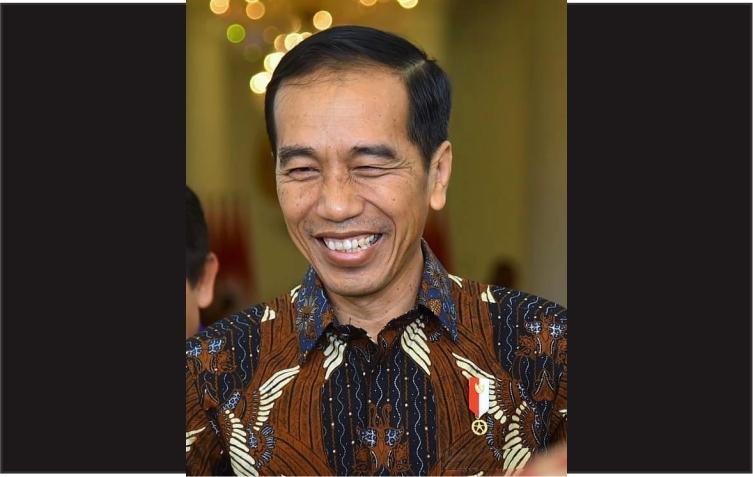 Jokowi ketawa