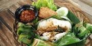 Narasi Wisatawan Asing Suka Nasi Bakar Ciri khas Betawi