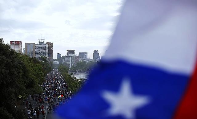 Chile aprueban proyecto de ley que reduce a la mitad sueldos de parlamentarios
