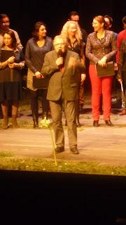 Le chœur ouvre le bal