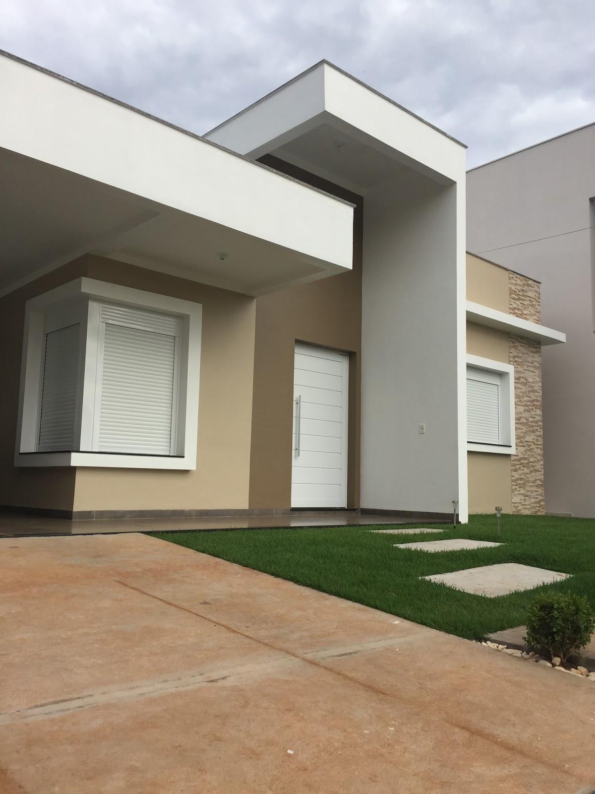 Resid ncia moderna com telhado embutido arquiteta por a for Modelo de fachadas de viviendas