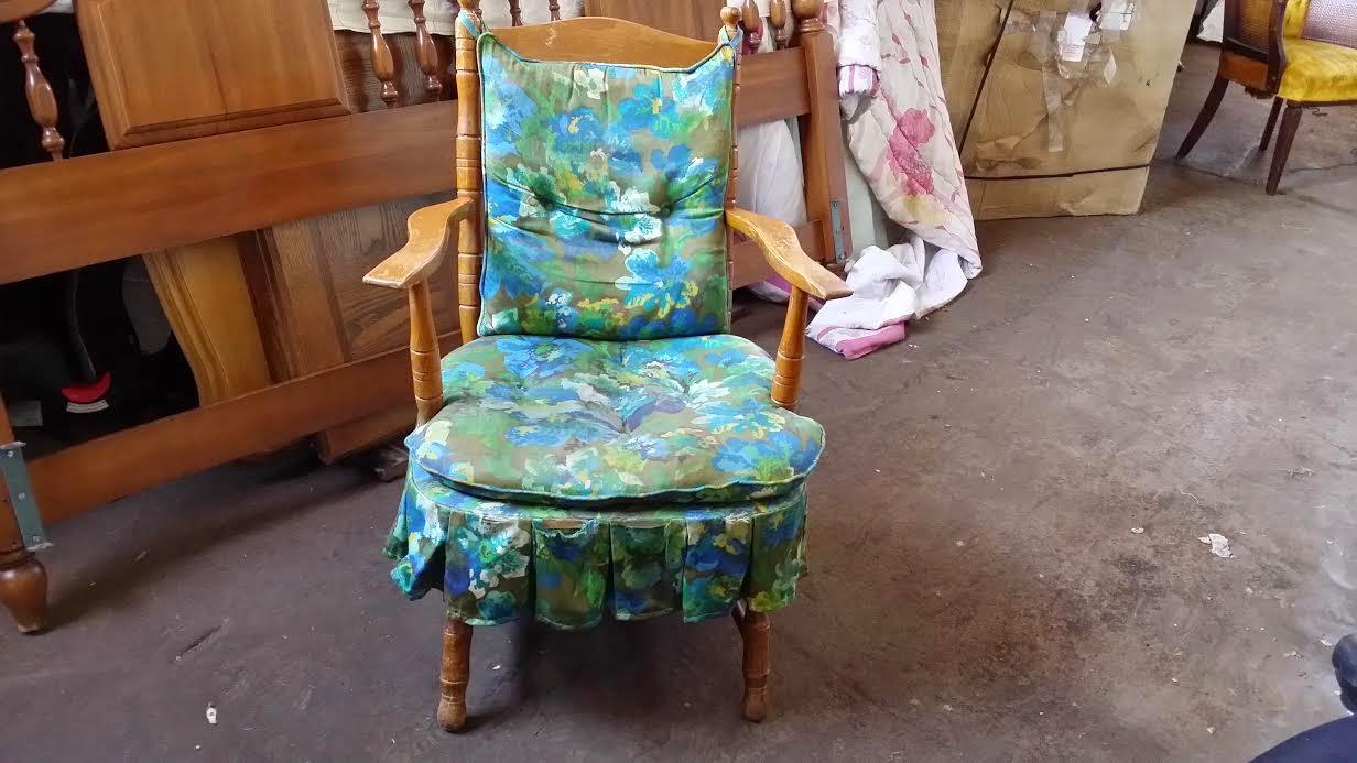 Primitive - Antique rocking chair/platform rocker (OKC -Craigslist.Blogspot.com) - Petite Primitive Antique Rocking Chair (Oklahoma City Garage Sale