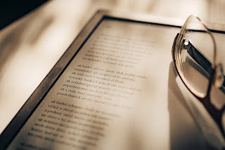 Image: E-book Reader and glasses, by IdaT on Pixabay