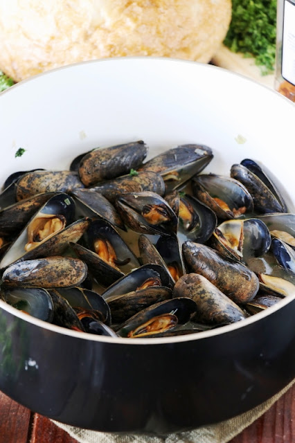 Steamed mussels image