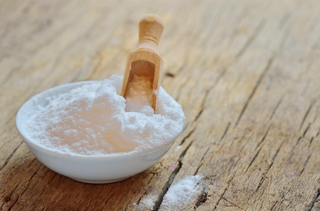 Baking soda không phải là thành phần tẩy da chết an toàn