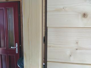 premajhna vrata špranja