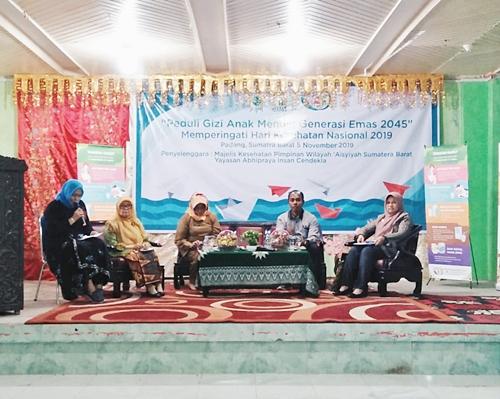 Para Pemateri seminar dari kepala Dinas Kesehatan Sumatera Barat, Badan Pengawas Obat dan Makanan (BPOM) Sumatera Barat