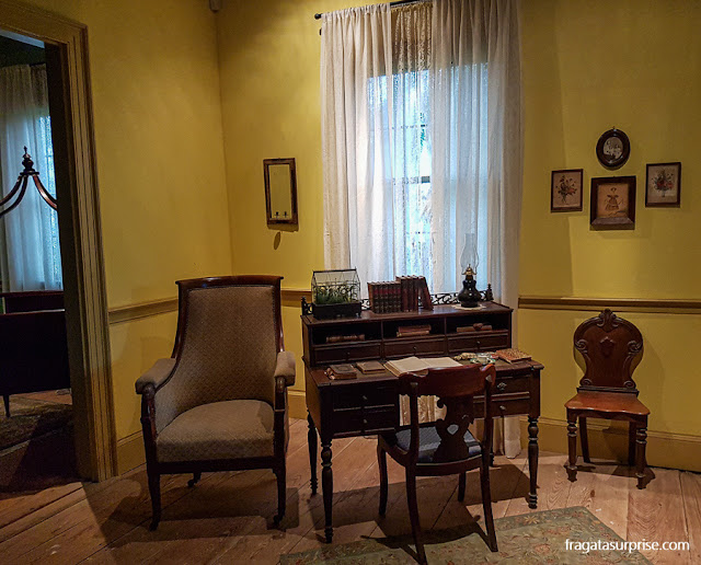 Sala de estar da casa-grande da Laura Plantation, fazenda histórica da Luisiana, EUA