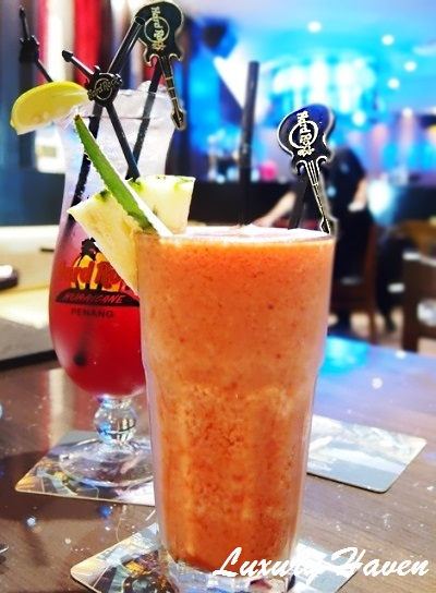 hard rock cafe penang wildberry smoothie