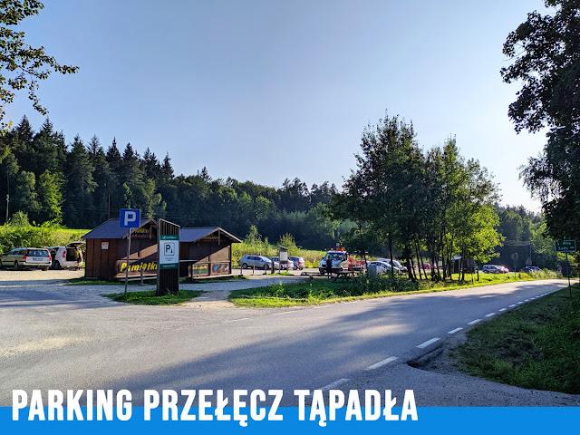 Największy parking na Przełęczy - jadąc od Wrocławia będzie z lewej strony