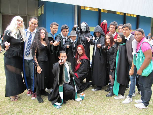 Fãs de Harry Potter fantasiados na Bienal