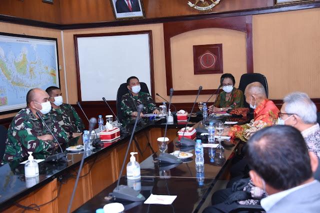 Mabes TNI Terima 300.000 Masker dari Yayasan Upaya Indonesia Damai