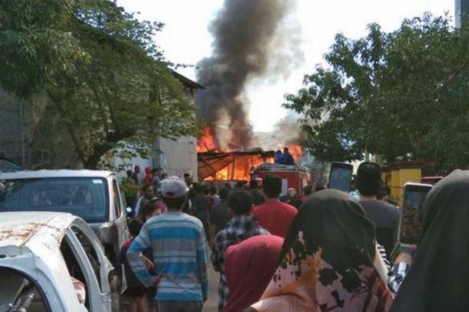 BREAKING NEWS: Kebakaran Terjadi di Eks Pasar Sentral Bone