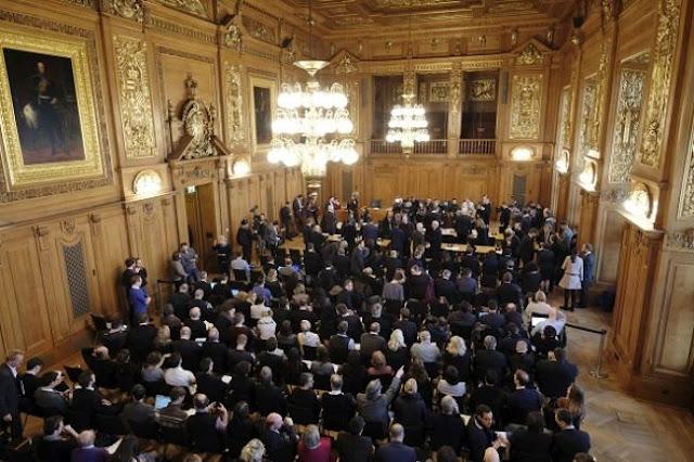 Γερμανία: Δικαστήριο αίρει την απαγόρευση του μπουρκίνι στις δημόσιες πισίνες