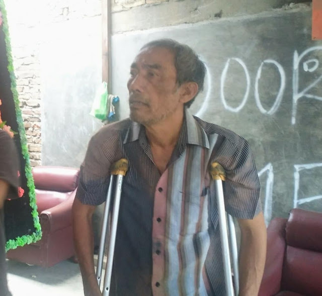 Ayah kandung almarhum SS, Poltak Sihombing saat diwawancarai wartawan di rumahnya Jalan Perjuangan Kelurahan Sidorejo, Kecamatan Medan Tembung, Kamis (21/2).