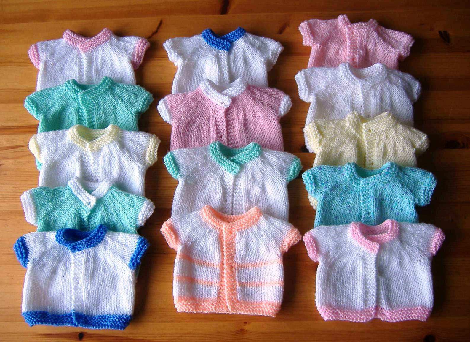 Knitting Patterns For Premature Babies : mariannas lazy daisy days: Loving Hands