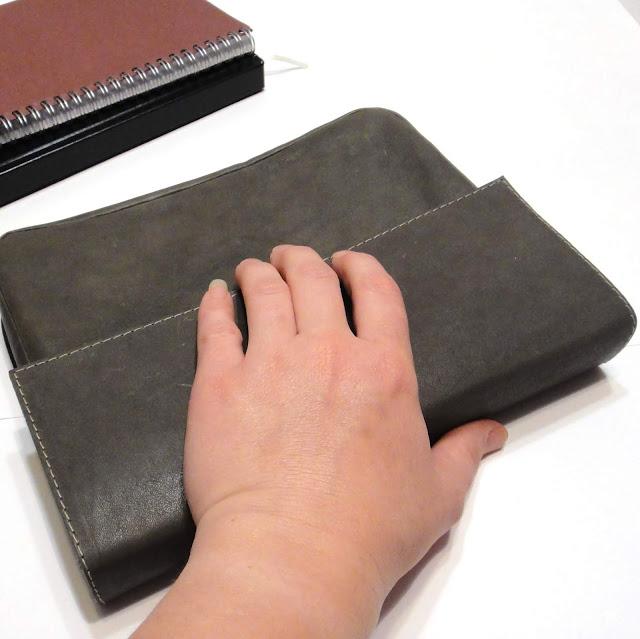 Серая кожаная папка с клапаном для документов: формат а5, натуральная кожа - овчина