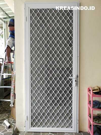 Pintu Expanda Aluminium pemasangan di Rumah Bpk Iskandar perumahan Anyelir Depok