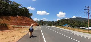 Jalan di Depan Posko KKN Lentera Borneo