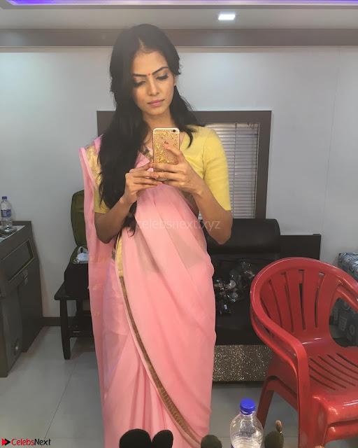 Malavika Mohanan Cute Malayalam Actress 005.jpg
