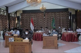 Wakil Bupati Ikuti Zoom Meeting Rakornas Diruang Kaca Rumdis Bupati Batanghari