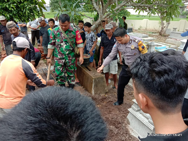 Kodim Karanganyar - Peran Aktif Babinsa Dalam Melaksanakan Takziah di Wilayah Binaan