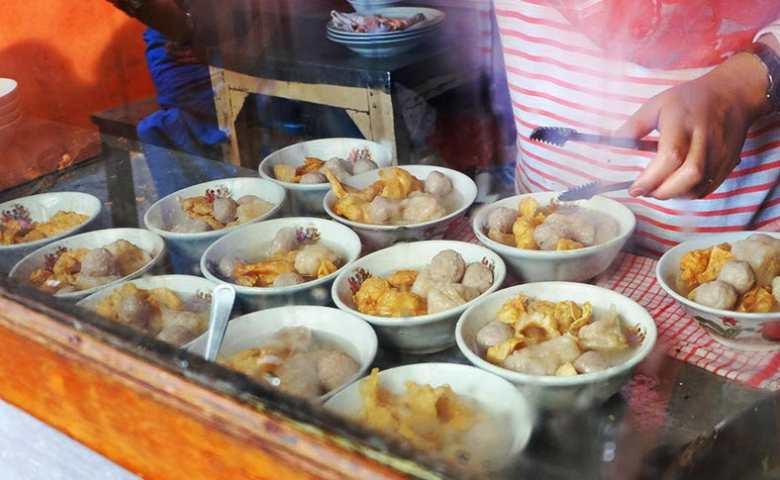 Mie Bakso Akung - tempat makan bakso enak di Bandung