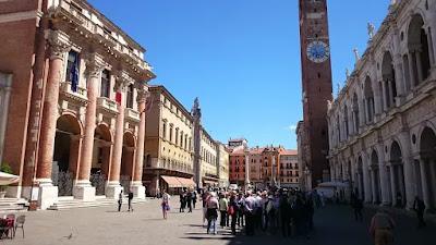 Vicenza-centro storico-turisti-Palladio