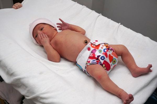 dopasowanie pieluszki wielorazowej mommy mouse na 4 kg noworodku