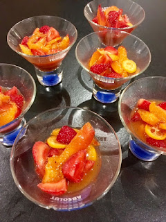 image Nage de fraises et abricots au sirop vanillé