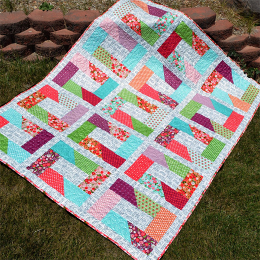 Dovetail Quilt made by Melissa Corry of Happy Quilting Melissa, The Pattern designed by Fat Quarter Shop