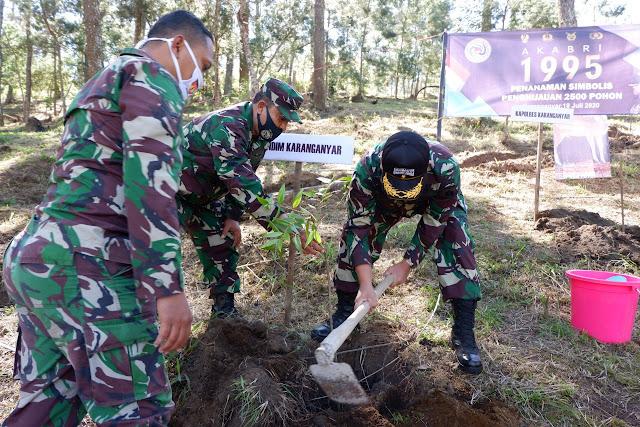 KodimKaranganyar - Ulang Tahun ke 25 AKABRI 95 Tanam 2500 Pohon dan Bagikan Sembako