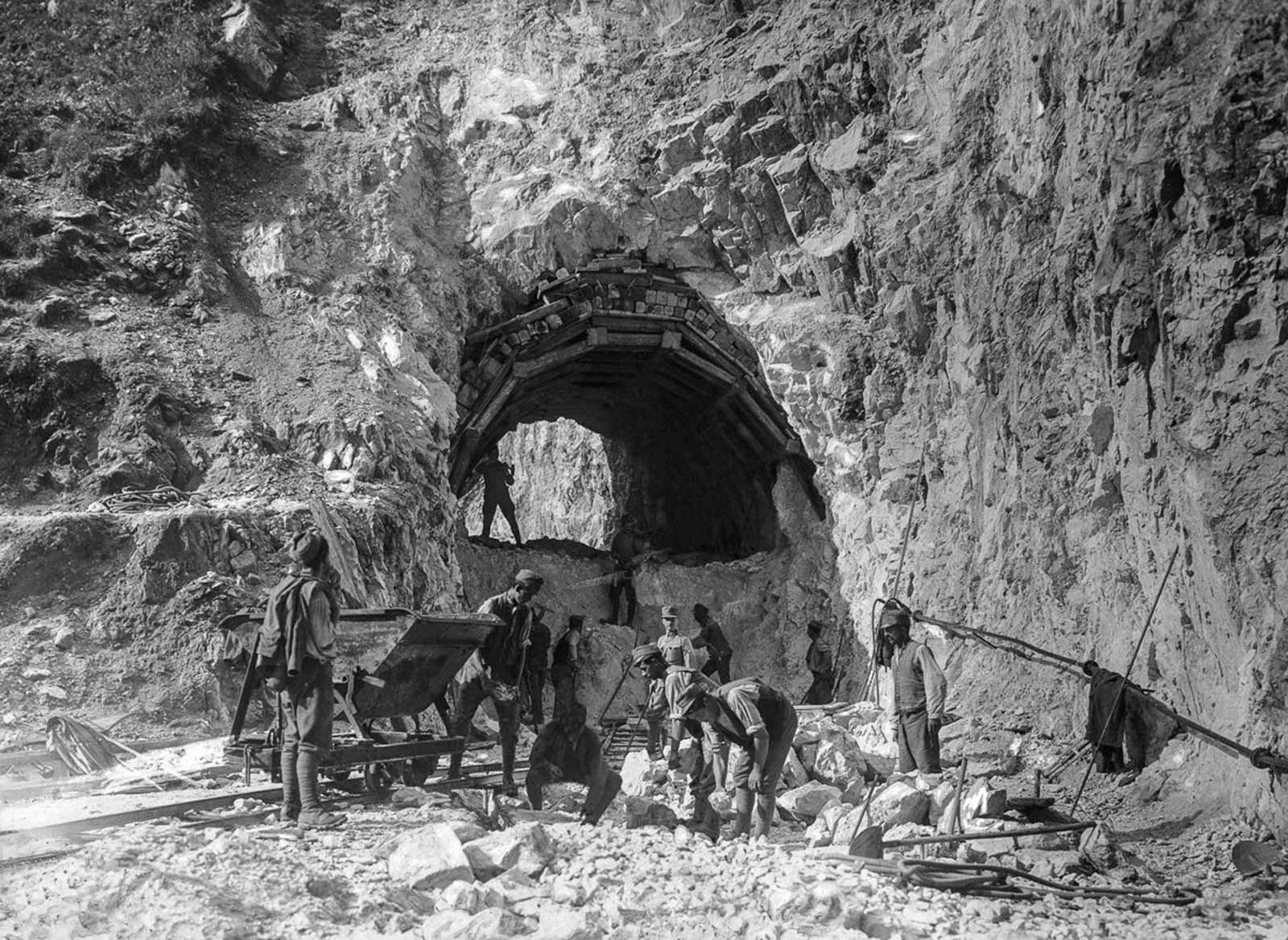 Austrian soldiers construct a tunnel near the front. 1918.