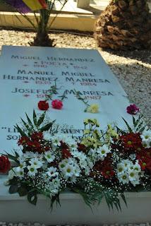 tumba de Miguel Hernandez en el cementerio de Alicante