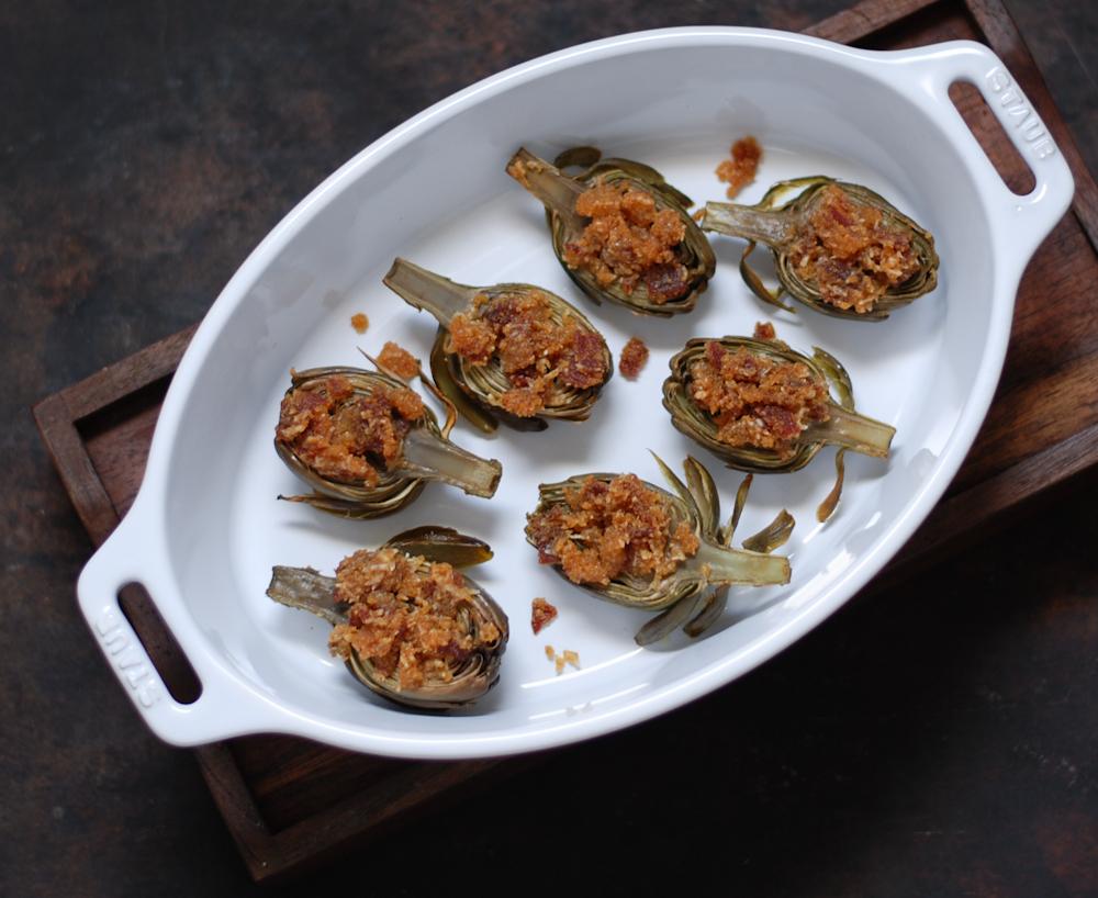 Alcachofas asadas con crujiente de jamón