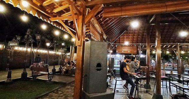 fasilitas kampung kuliner kroya cilacap