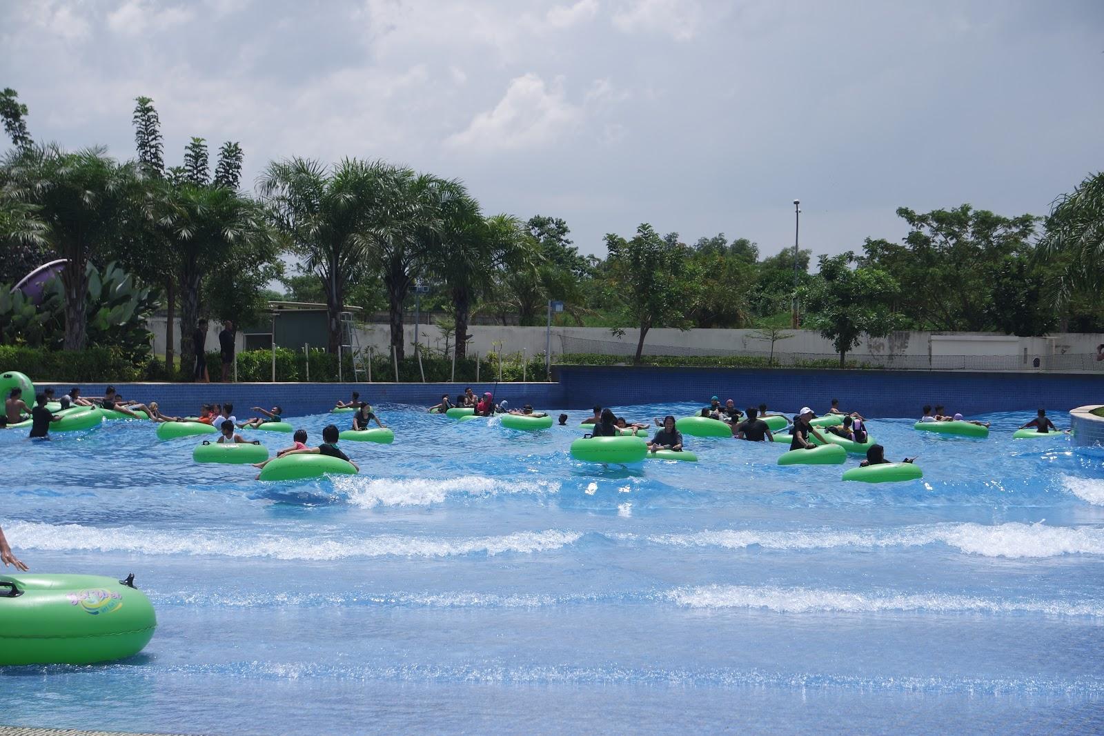 Gowet Waterpark Jadikan Liburan Menyenangkan Kuliner Wisata Tiket Masuk Go Wet Grand Bekasi Gowave