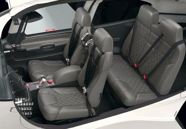 Cirrus SR20 interior