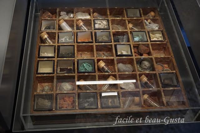 Schaukasten Mineralien NHM London