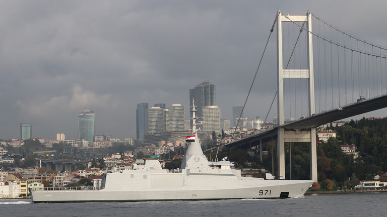 Video .. Egyptian warships cross the Dardanelles and the Bosporus in Turkey