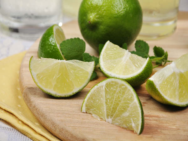 Hàm lượng vitamin C trong chanh giúp nuôi dưỡng da vùng nách sáng hơn