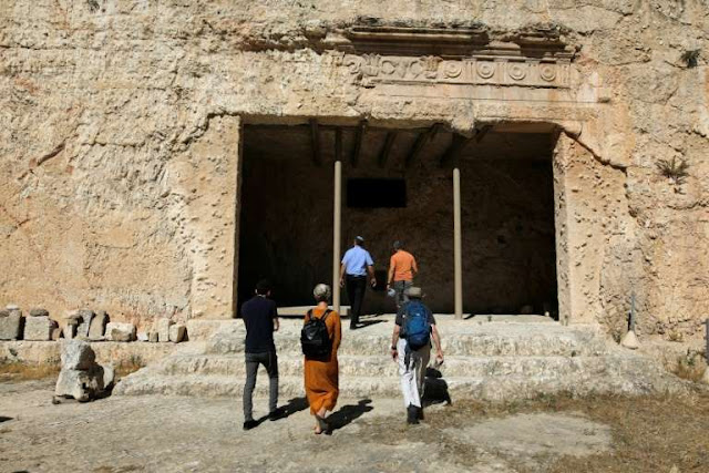 Dispute blocks reopening of revered Jerusalem archaeological site