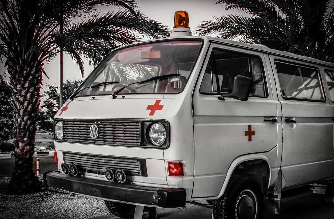 ambulance ko hindi me kya kehte hain?? ambulance meaning in hindi