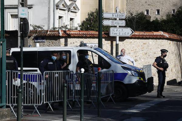 Rambouillet : une fonctionnaire de police tuée dans une attaque au couteau