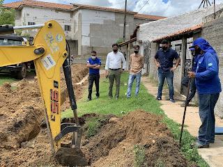 Obra do SAAE troca canos enferrujados no Bairro São João